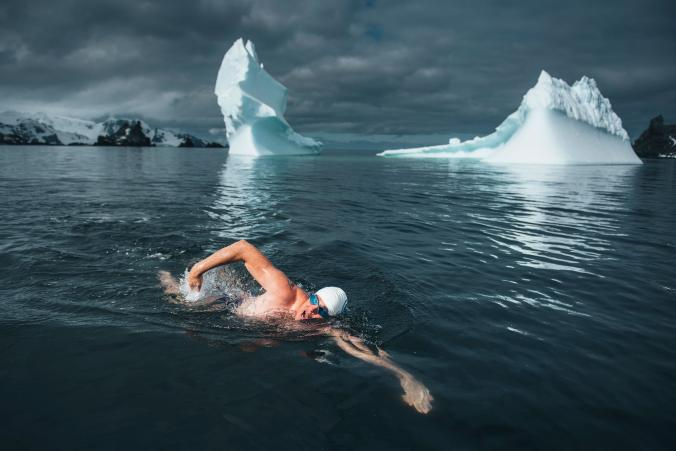 lewis-pugh-antarctica-swimm.ngsversion.1510097424567.adapt.676.1
